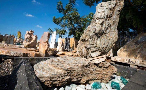 סלעים מיוחדים מצבה מסלע מקופלת ירוק
