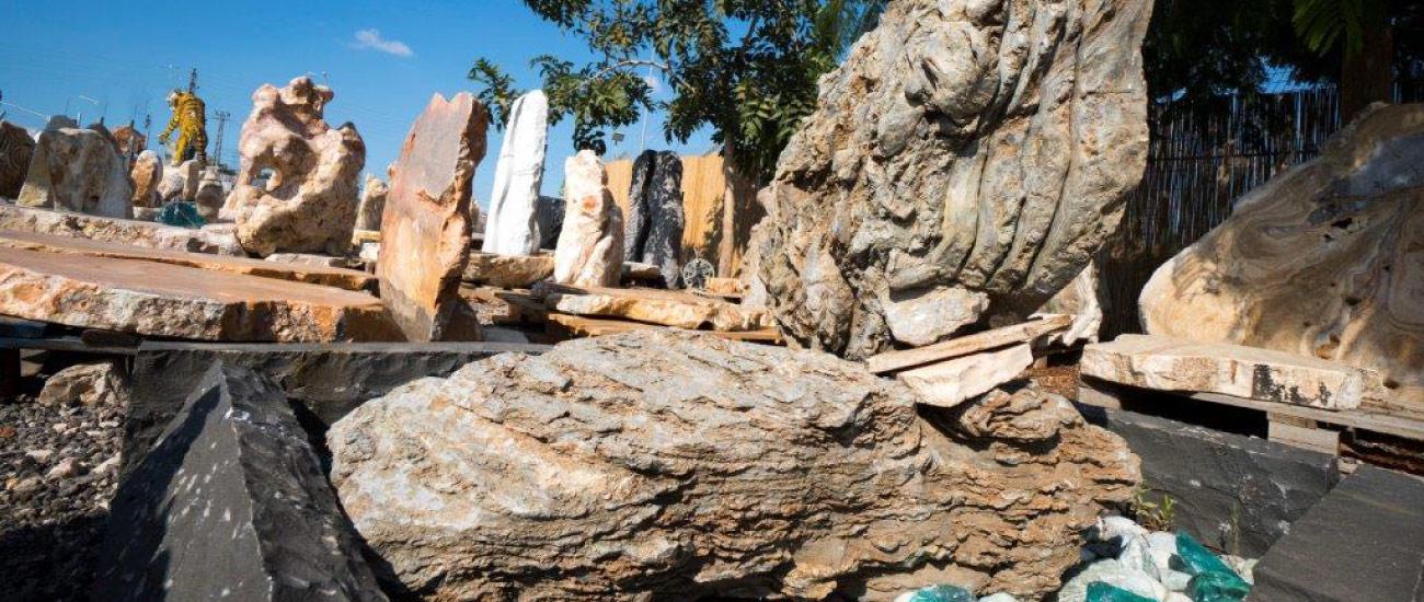 מצבות מאבנים מיוחדות סלעים מיוחדים