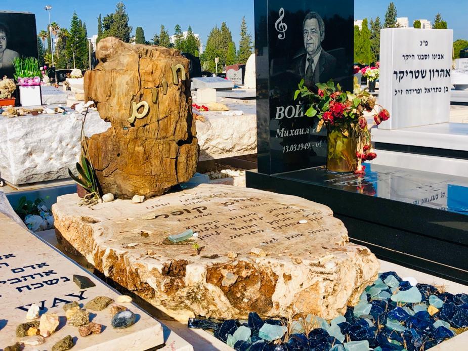 מצבות כפר הסלעים מצבה אנדרטה למכירה